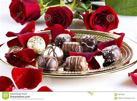 imagens de flores e rosas chocolates e rosas fotos de stock imagem 18013393