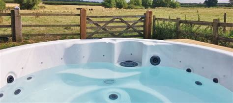 cottages to rent in the cotswolds with tubs cottages with tubs in the cotswolds homeaway