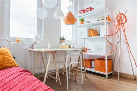 scrivania con cavalletti realizzare una scrivania con i cavalletti in legno