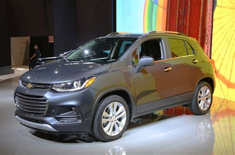 Chevrolet Trax 2017 2017 chevrolet trax look review motor trend