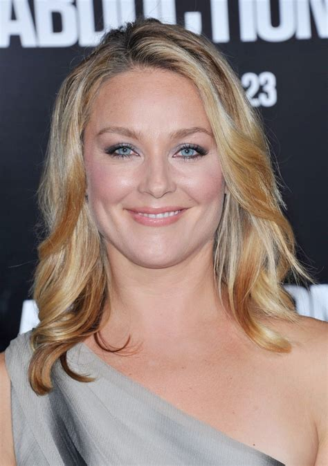 elisabeth rohm picture 10 the premiere of abduction