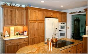 honey oak kitchen cabinets oak kitchen cabinets paint color ideas traditional image kitchen paint colors with oak