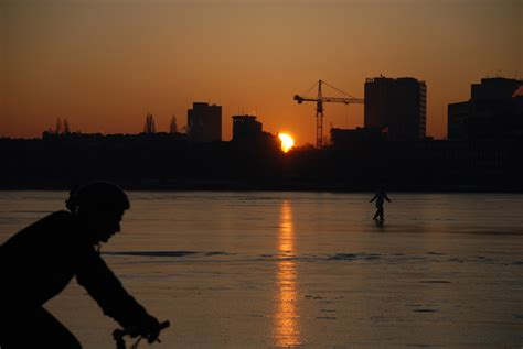 wann ist morgen sonnenaufgang sonnenaufgang 252 ber alstereis foto im hamburg web