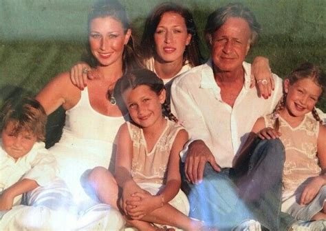is mohammed hanid married mohamed hadid with all his five children yolanda foster