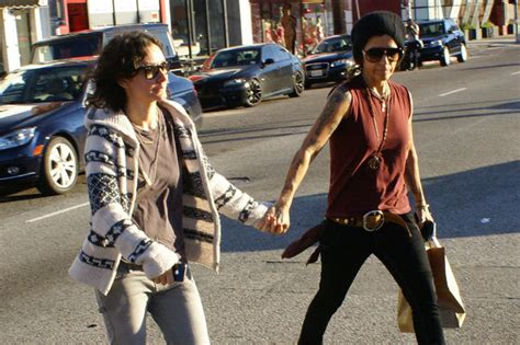 linda perry on the talk sara gilbert announces surprise engagement to linda perry