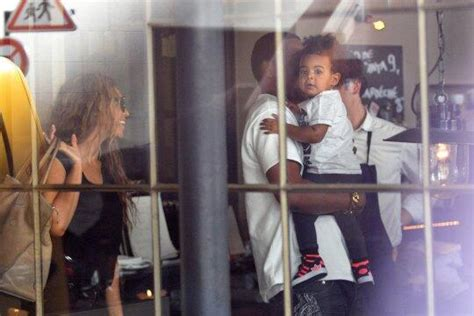 lori harvey hiding from paparazzi look beyonce jay z forget to cover blue ivy s face up