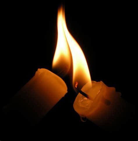 candele accese frasi aforismi frasi e aforismi straordinari