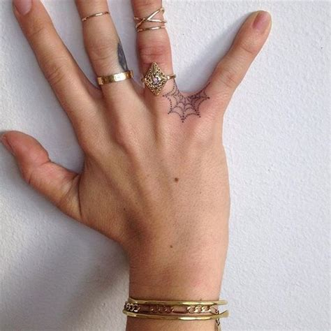 hand tattoo not sticking tatouage halloween toile d araign 233 e 25 id 233 es de