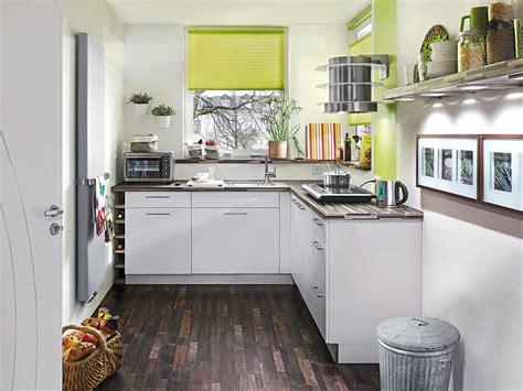 kleine küchen kleines schlafzimmer mit viel stauraum