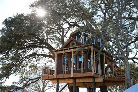 tree house master tv tonight treehouse masters builds hill country hideout sfgate
