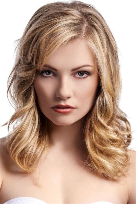 eleganter gestufter long bob mit locken lange frisuren