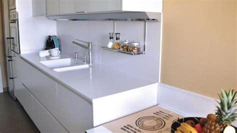 embellecedor encimera copete en encimera de cocina 191 indispensable