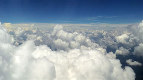 wallpaper pemandangan awan pemandangan awan di atas pesawat pemandanganoce