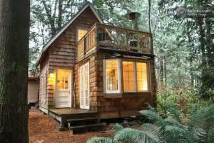 Small Cabin House Tiny Cabin With Upstairs Balcony And Small Space Ideas Galore