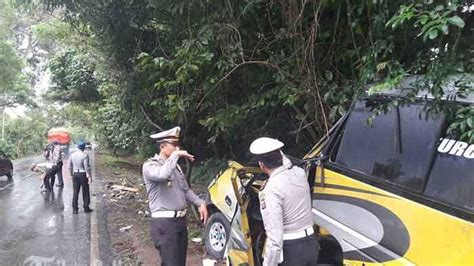 Kronologis Kecelakaan by Kronologis Kecelakaan Mobil Travel Vs Truk Di Gilimanuk