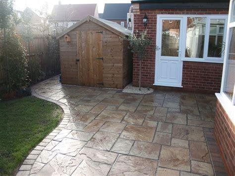 piastrellare giardino piastrelle da giardino le piastrelle pavimentazione