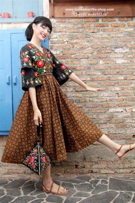 batik amarilliss arcana hand bag  delightful triangle