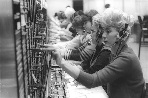 Switch Bor 28 amazing vintage photographs that capture telephone