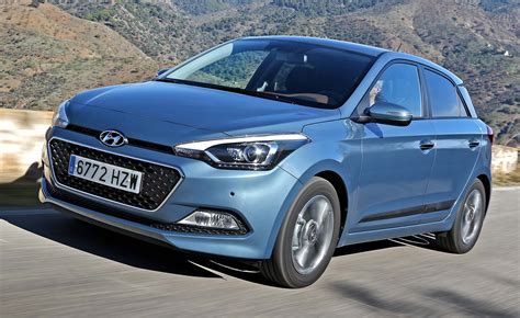 blue review hyundai i20 2014 drive review motoring research