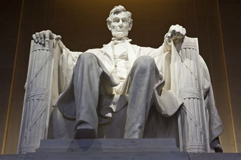 lincoln memoria vandalized lincoln memorial reopens after green paint is