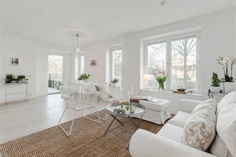 white interior pinched  color decoholic