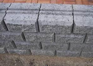 betonsteine garten beton mauersteine bossiert grau