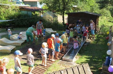 Kitçhen Schlangestehen An Der Wassertretstelle Kneipp Kita Buckow