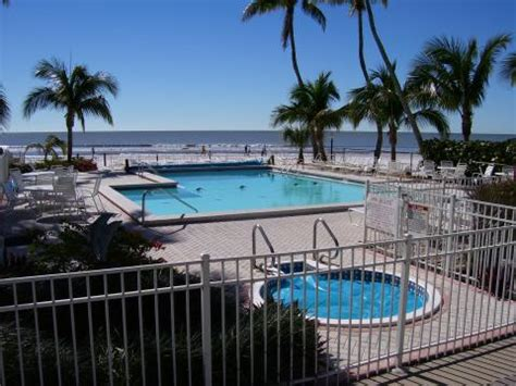 vacation homes for rent in fort myers florida hotels versus vacation rentals trends for south west