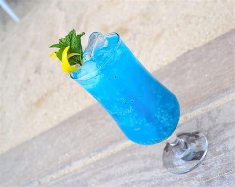 blue lagoon cocktail foto de b restaurant pointe aux canonniers blue lagoon