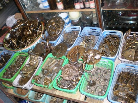 Barang Antik Di Pasar Triwindu berburu barang antik dan bersejarah di pasar triwindu