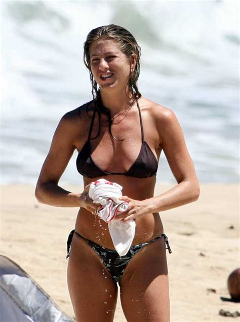 amanda knox nip slip short news poster see the hottest celebrity bikini bodies photo gallery
