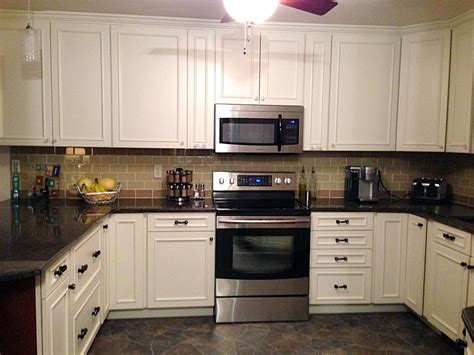 Backsplash For White Kitchen Cabinets Brown Kitchen Backsplash Ideas Quicua