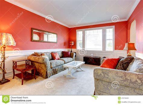 color interior rojo carmes interior elegante de la sala de estar en color rojo foto