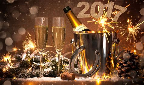 new years eve traditions ring in 2017 with these great new years eve celebrations