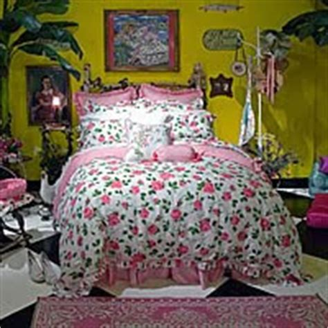 betsey johnson home decor my life of whimsy betsey johnson s apartment decor