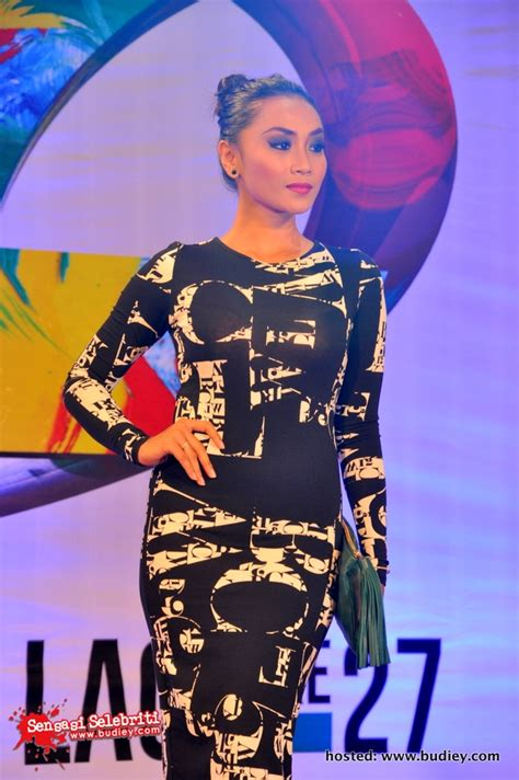 Dress Abjad Hitam gambar wan sharmila di karpet ungu xpax ajl27 sensasi