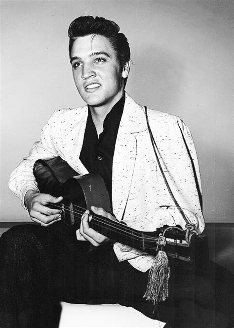 Shooting Elvis elvis elvis in a publicity photoshoot for