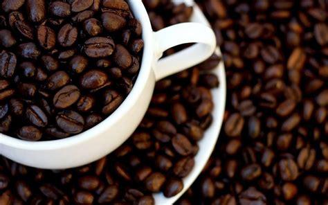 imagenes hd cafe fondo de pantalla granos de cafe en taza hd