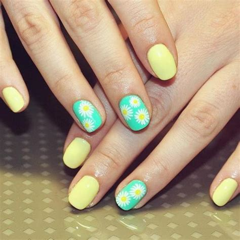 daisy pattern nails daisy nail art ideas cute summer nail designs with