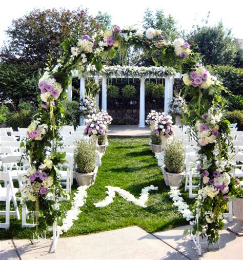 Garden Wedding Flowers Ceremony Flowers Advice On Creating Floral Designs For Your Wedding Wedding Guide
