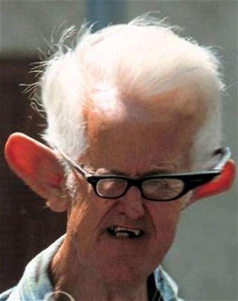 older celebrity with white hair big ears willkommen im caf 233 holunder ads kritik
