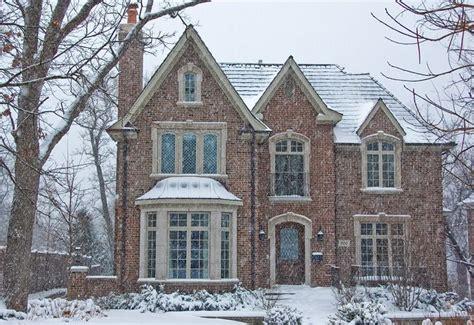 love this tudor style home dream homes pinterest i love a tudor house beautiful houses pinterest