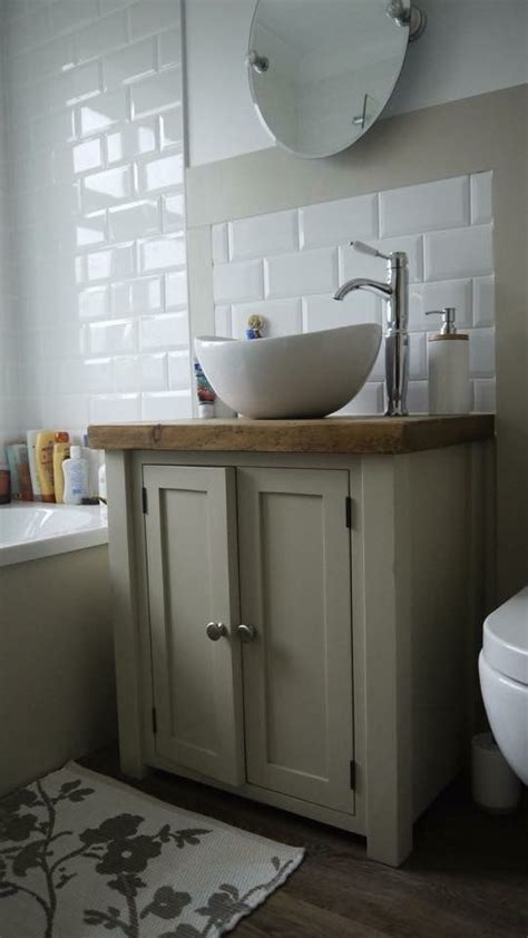 Painted Bathroom Furniture Best 25 Painting Bathroom Sinks Ideas On Pinterest Diy Bathroom Cabinets Diy Bathroom Paint