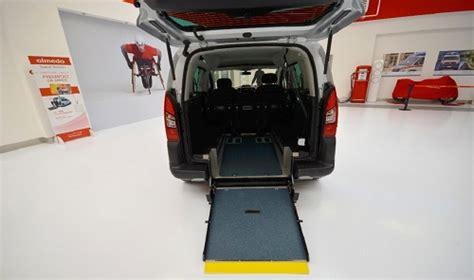 auto con pedana disabili peugeot partner tepee con flexi r per trasporto