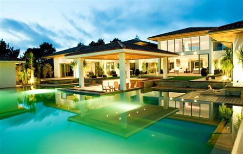 La Plus Villa Moderne Du Monde by Maison De Luxe Moderne Avec Piscine Interieur