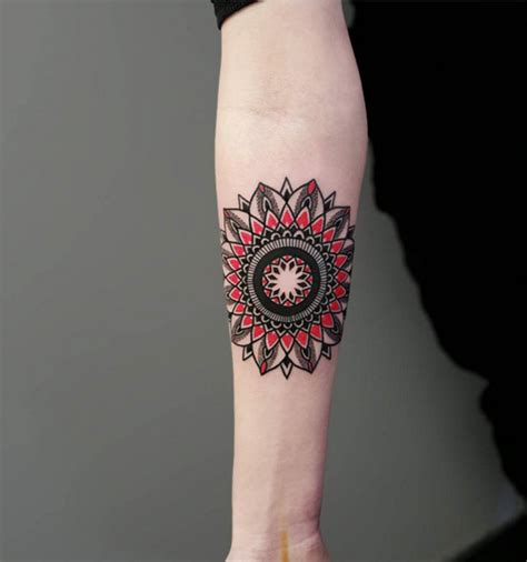 40 mesmerizing dotwork mandala tattoo designs tattooblend