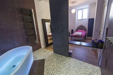 salle de bain en b 233 ton cir 233 et sol en galets rectifi 233 s