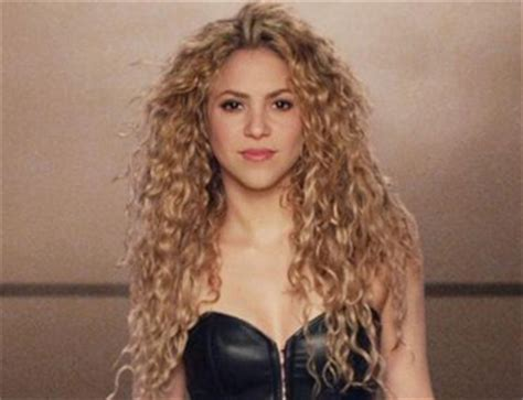 interesting facts about shakira biography shakira famous pop singer dancer and songwriter