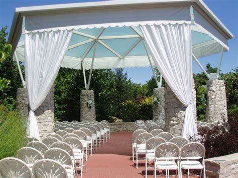 the butterfly house outdoor wedding ceremonies