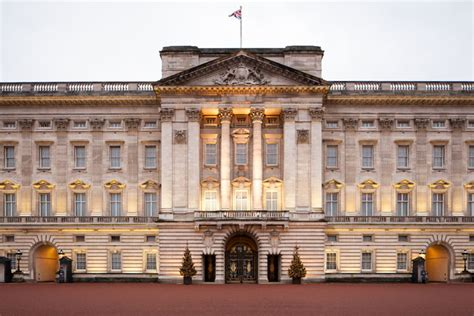 kensington palace tours watch take a virtual tour of the buckingham palace with
